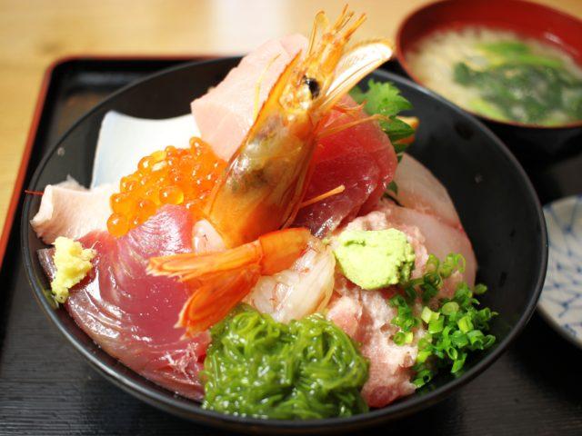 海鮮丼の行列店「そば処 さか本」