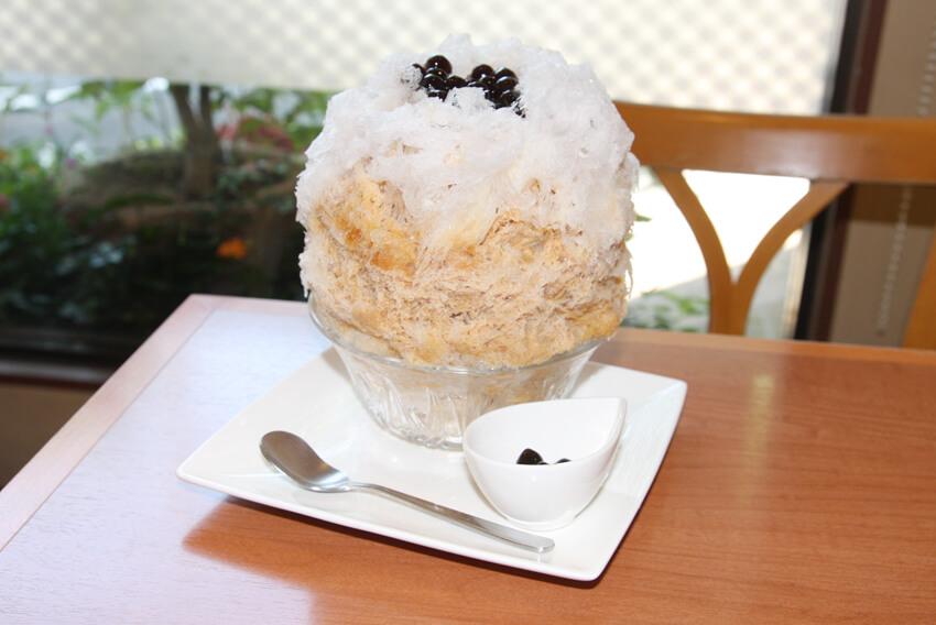 「ティーハウスマユール宮崎台店」のタピオカミルクティー  かき氷
