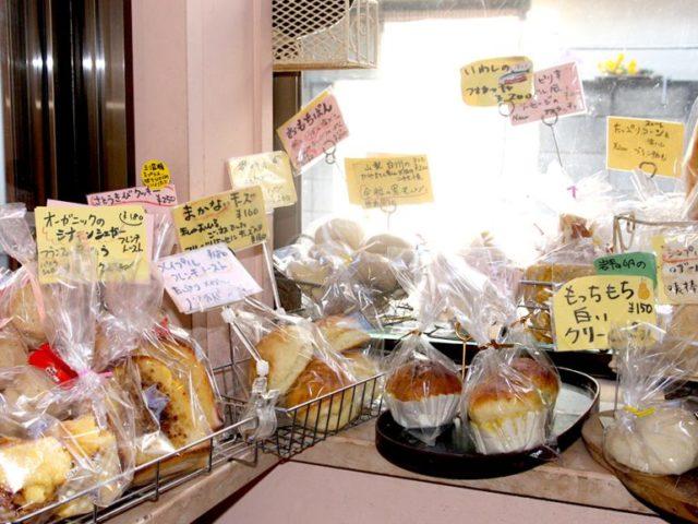 小さな食のワンダーランド!パンとワインのお店「ワルン・ロティ」