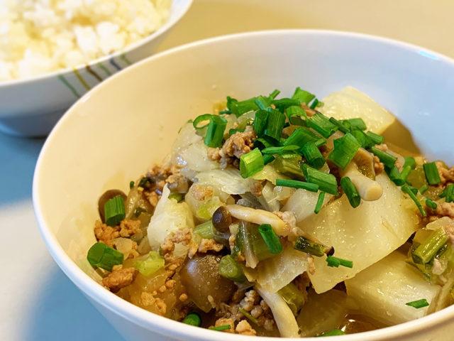 シャクシャクトロトロ、大根とかぶのそぼろ煮炒め【時短レシピ|まゆげごはん】