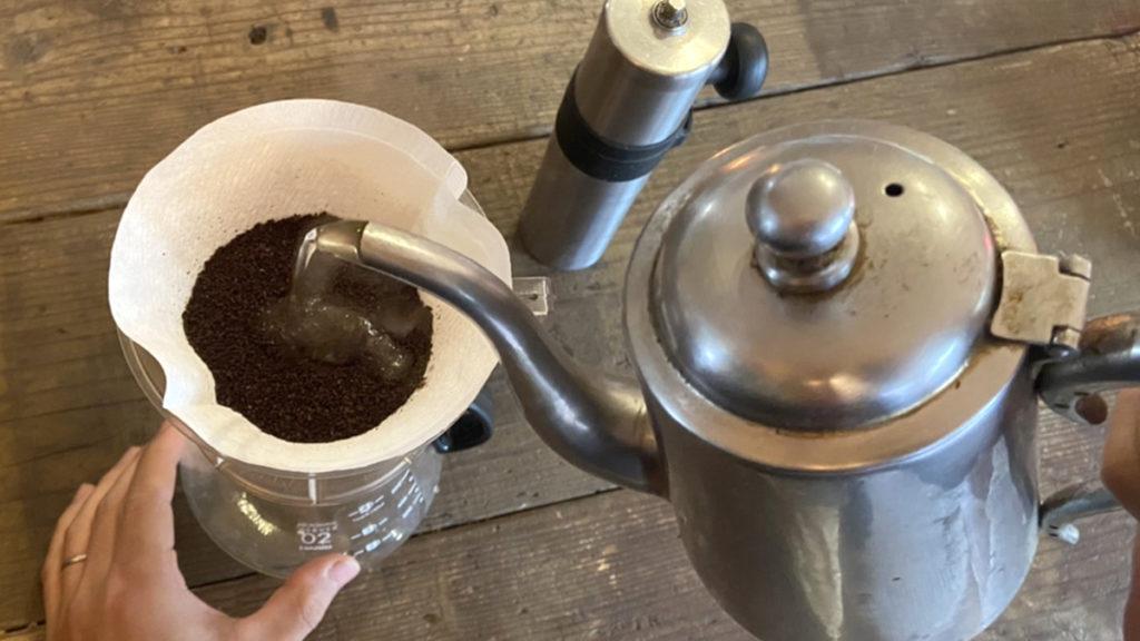 珈琲の淹れ方_お湯を注ぐ