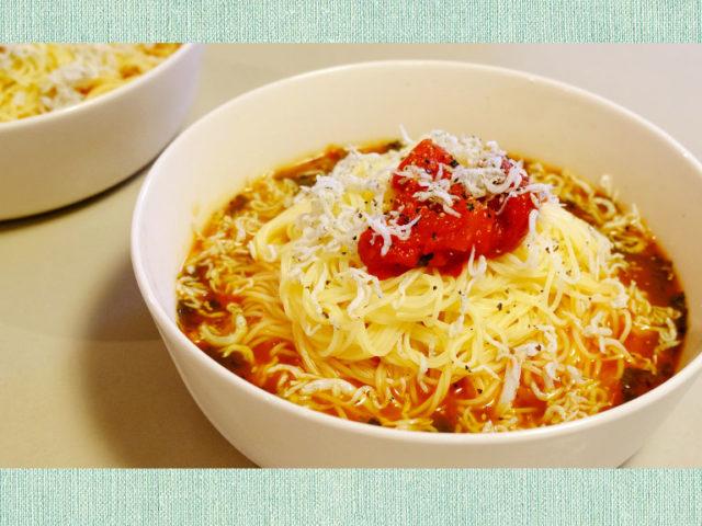 モロヘイヤとトマトの冷製スープパスタ【簡単レシピ|まゆげごはん】